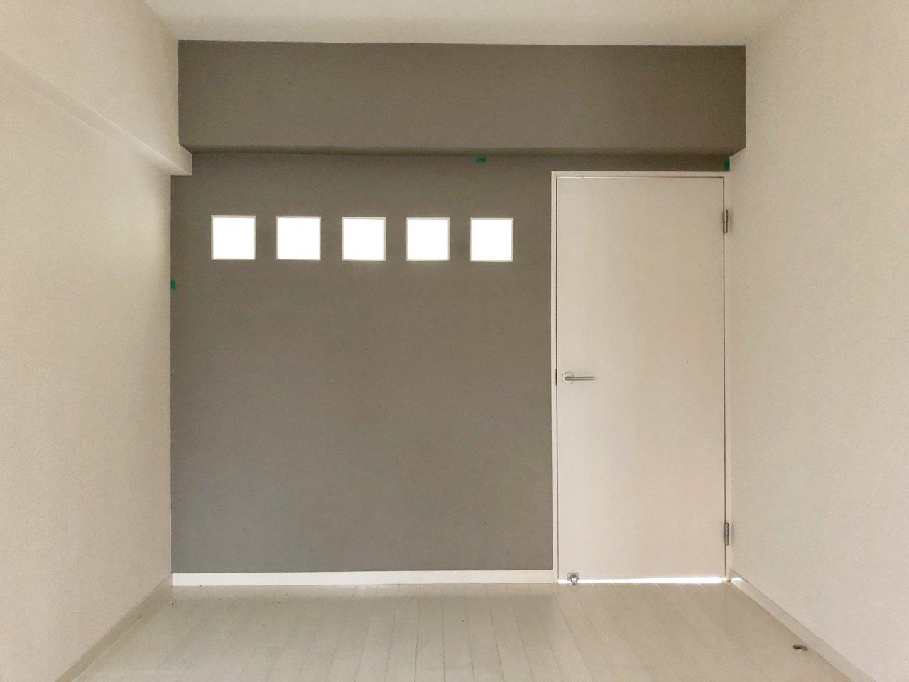 もう一部屋、ガラスブロックの小窓が可愛い寝室があります