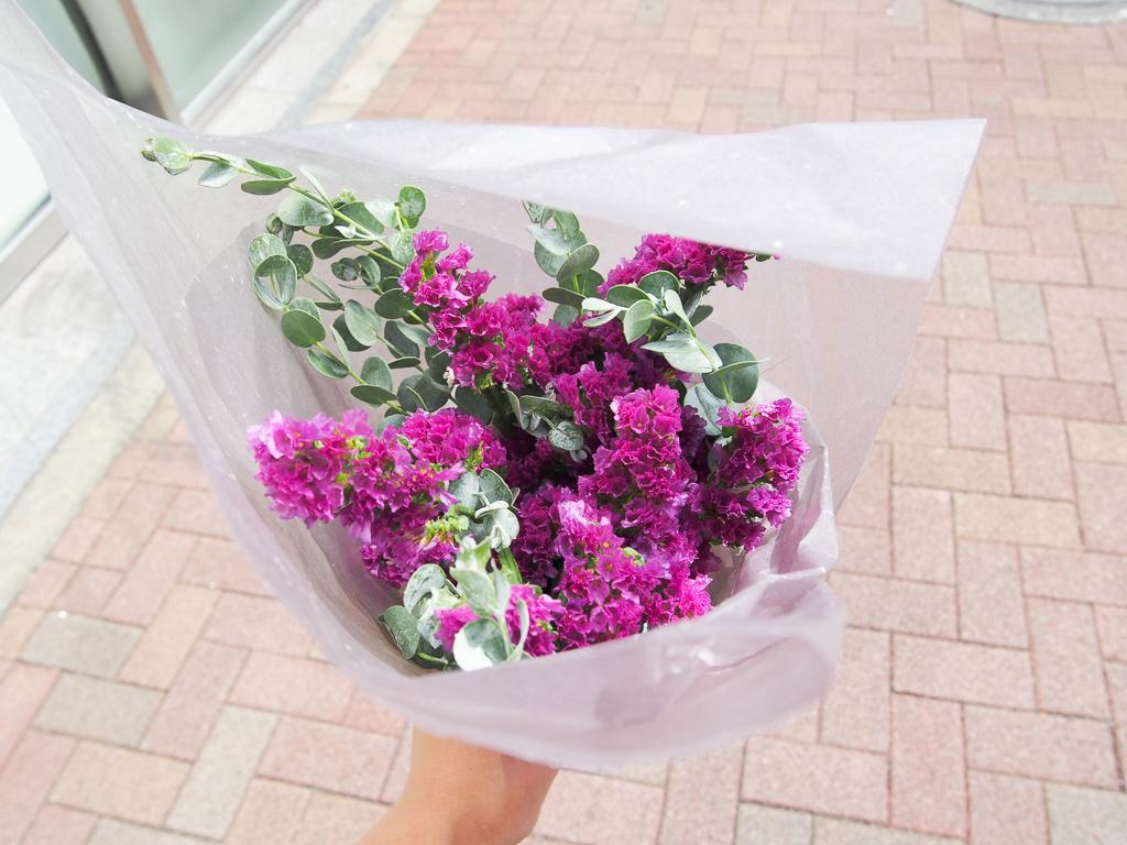 お花を片手に歩くって、とっても贅沢なことです。