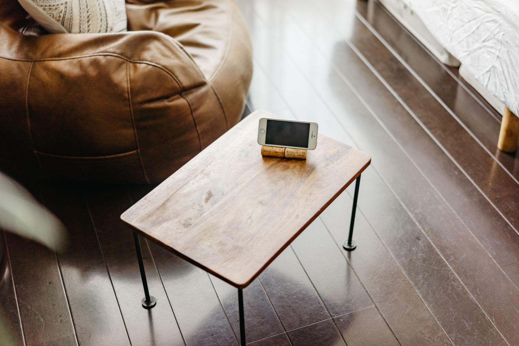 ローテーブルもセミオーダー。一人暮らしなら、この大きさで十分。