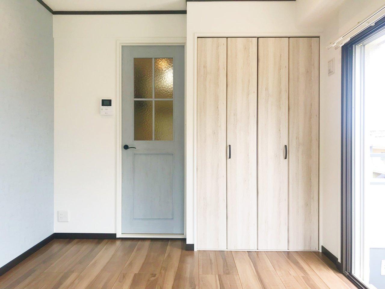 内装もとってもすてき。壁紙やドアなど、優しい色合いのデザインで統一されているので、インテリアもナチュラルなものが合いそうですね。