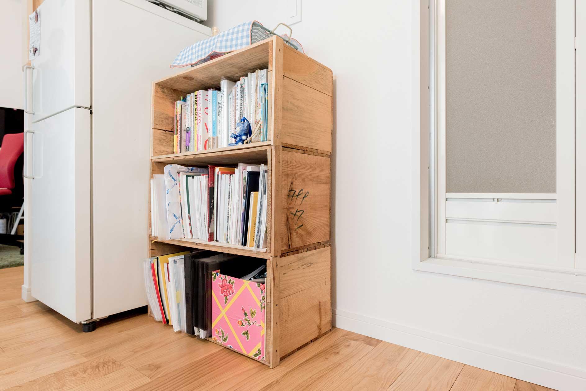 重ねたり、並べたり。いろんな組み合わせ方ができるりんご箱は、引越しの多いひとの味方。中身を入れたまま梱包してお引越し、なんてことも可能。丈夫なので本を入れるのにも適しています。