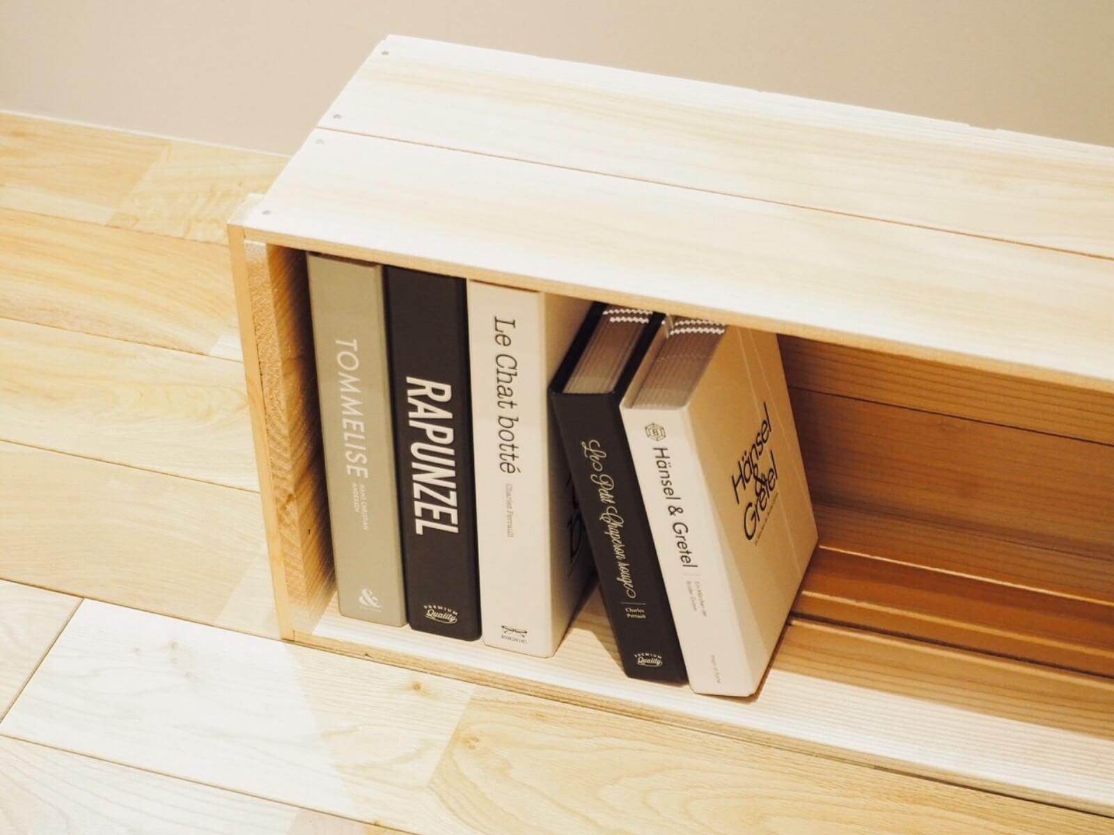 一般的なりんご箱はA4サイズを収めるときに少しだけ高さが足りないのですが、畠山商店がつくっている木箱は、A4が入るものもありますよ。(こちらをチェック)