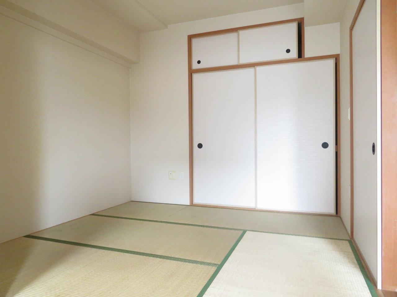 またこちらのお部屋は和室付き。家の中にひとつ、和室があるだけでも落ち着くから、日本人だなぁって感じます。子どもが大きくなったら、ここを大人の寝室にしてしまえばいいですね。