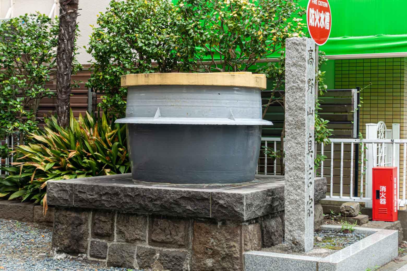 お釜が目印の香象院に到着。さらに南下すると宿場町らしい建物なんかがあって楽しいのですが、今日はここまで。ちなみにこのお釜は、火災に備えた天水桶として設置されているそうです(諸説あります)。