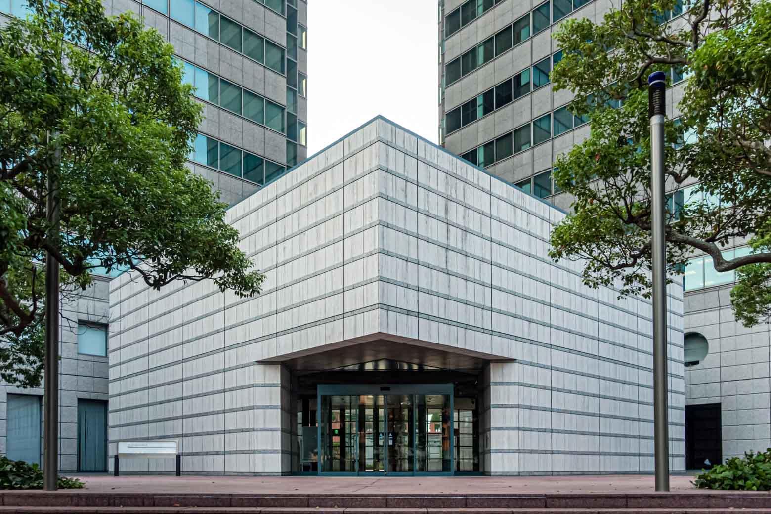 もう一箇所だけ、おすすめスポットを紹介させてください、こちらはオフィスや飲食店、公園などがひとつにまとまった〈横浜ビジネスパーク〉という大型施設です。