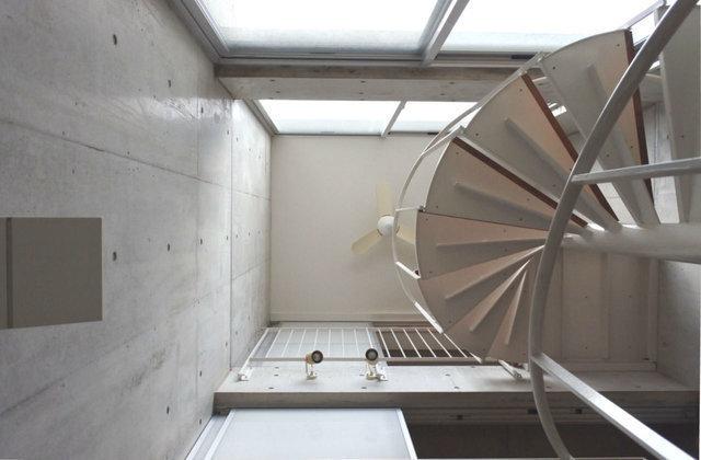 上を見上げると、3階までの明るい吹き抜けになっています。これはおしゃれ。