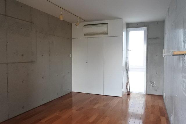 縦に長い空間。1部屋ずつはコンパクトですが、使いやすそうな四角い間取り。いいですね。