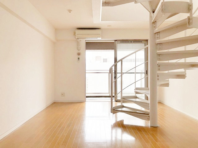 15.1畳のLDK!螺旋階段をうまく使って部屋を飾りたい。