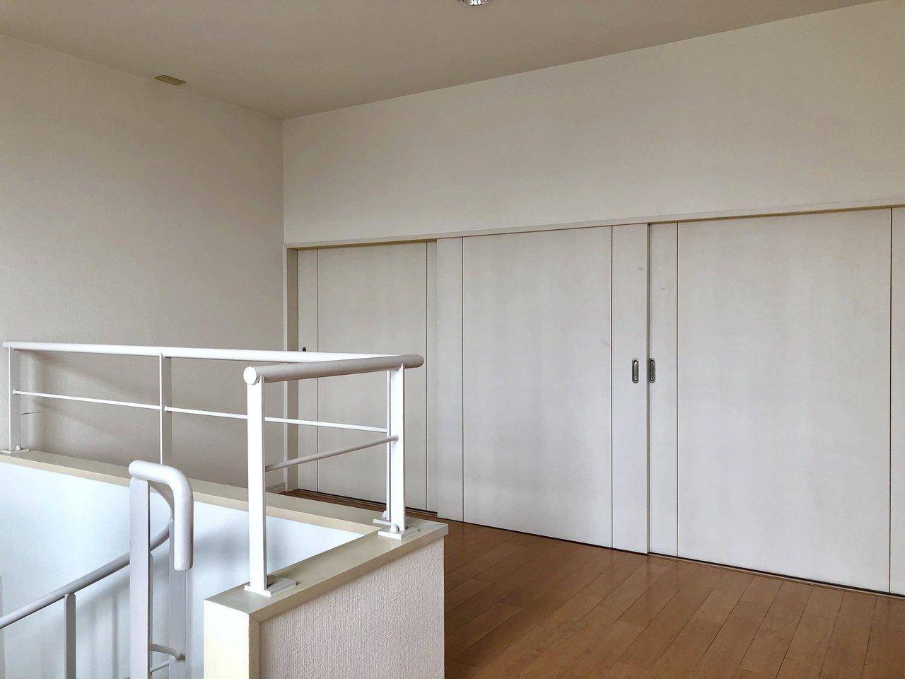 階段を登ると、寝室にちょうど良さそうな5畳の空間。