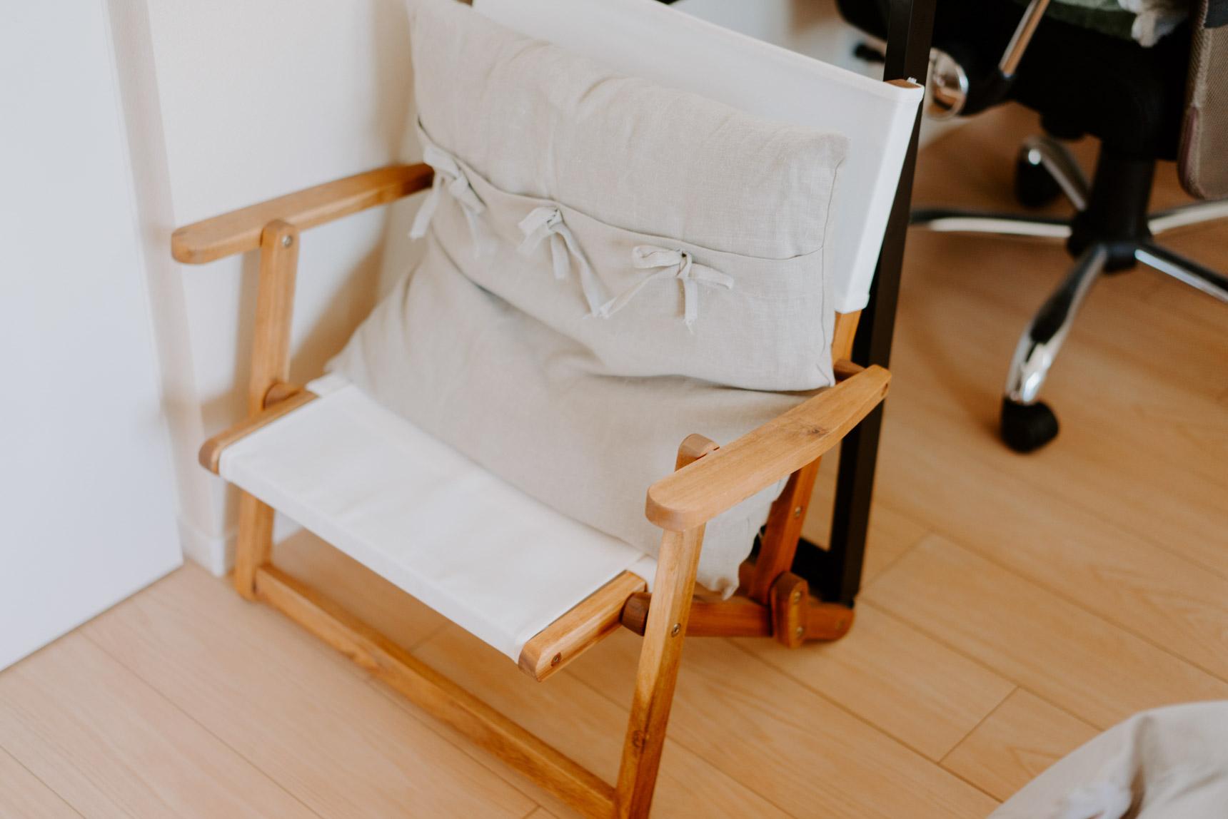 こちらは、ニトリで買ったアウトドアの木製ローチェア。折りたためるので、もう1脚はしまってあり、お客さんが来た時に使います。