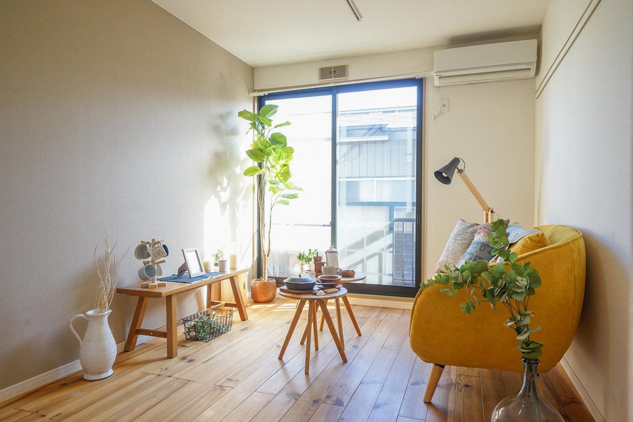 特にソファなど大きな家具を買うときは要注意!ドアや収納扉との干渉や、搬入経路も忘れず確認しましょう