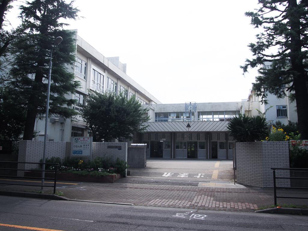 団地内には小学校もありました。