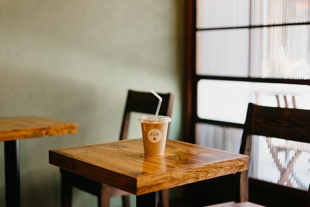 続いて訪れたのは、カフェ「鈴鵠(すずくぐい)」。世界のラテアートの大会でベスト8に選出された実力者である谷尾陽平さんがバリスタを務める、本格派のコーヒーが味わえるお店です。