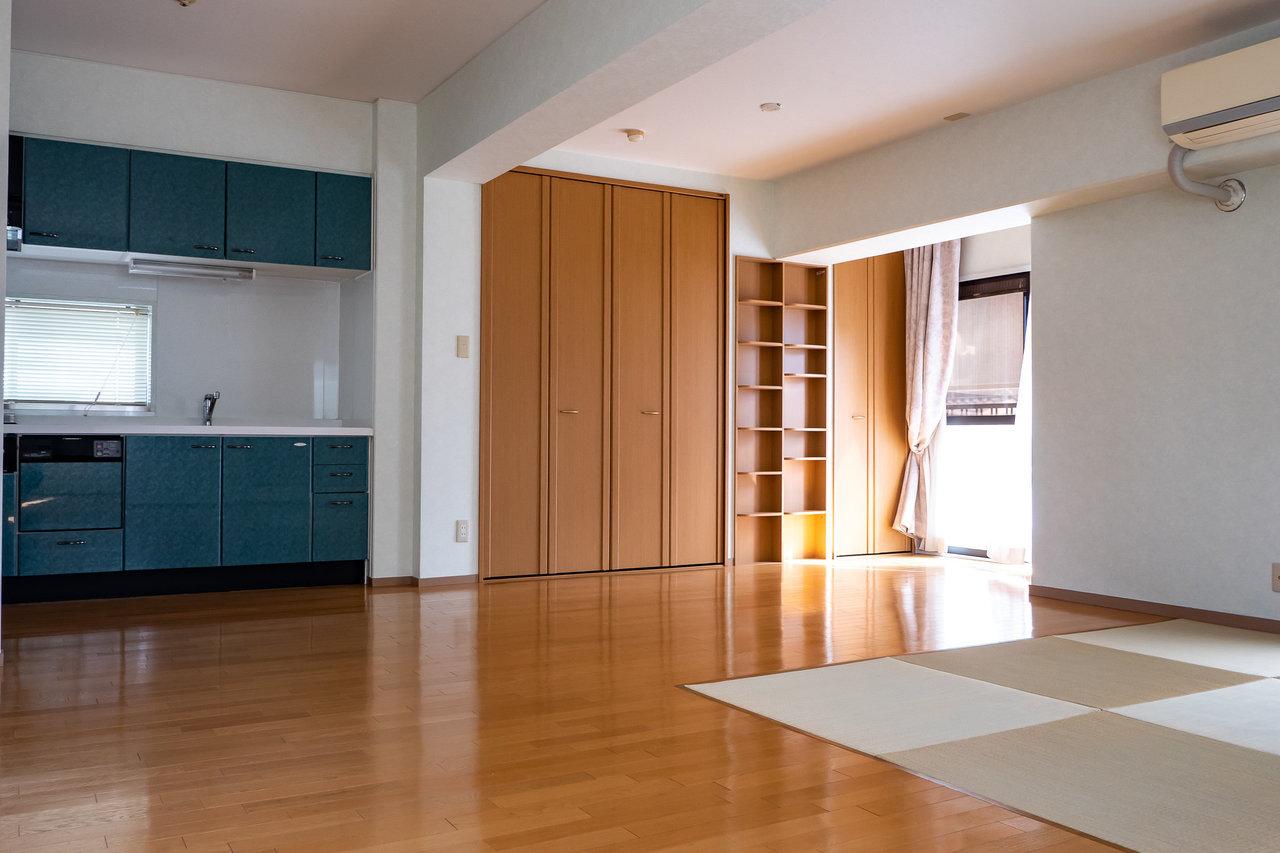 真四角の使いやすそうな空間。どんな風に家具を配置しましょうかね。