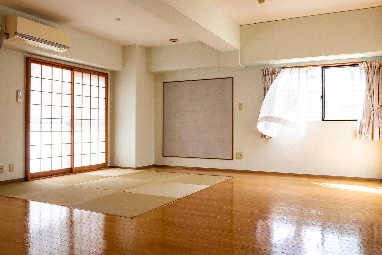 25畳の大きなLDKが圧巻のお部屋!琉球畳のスペースがアクセントになっています