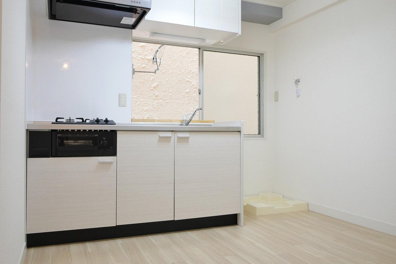 最後はこちら、コスパ良好なリノベのお部屋。キッチン、シンプルなデザインで良いですね