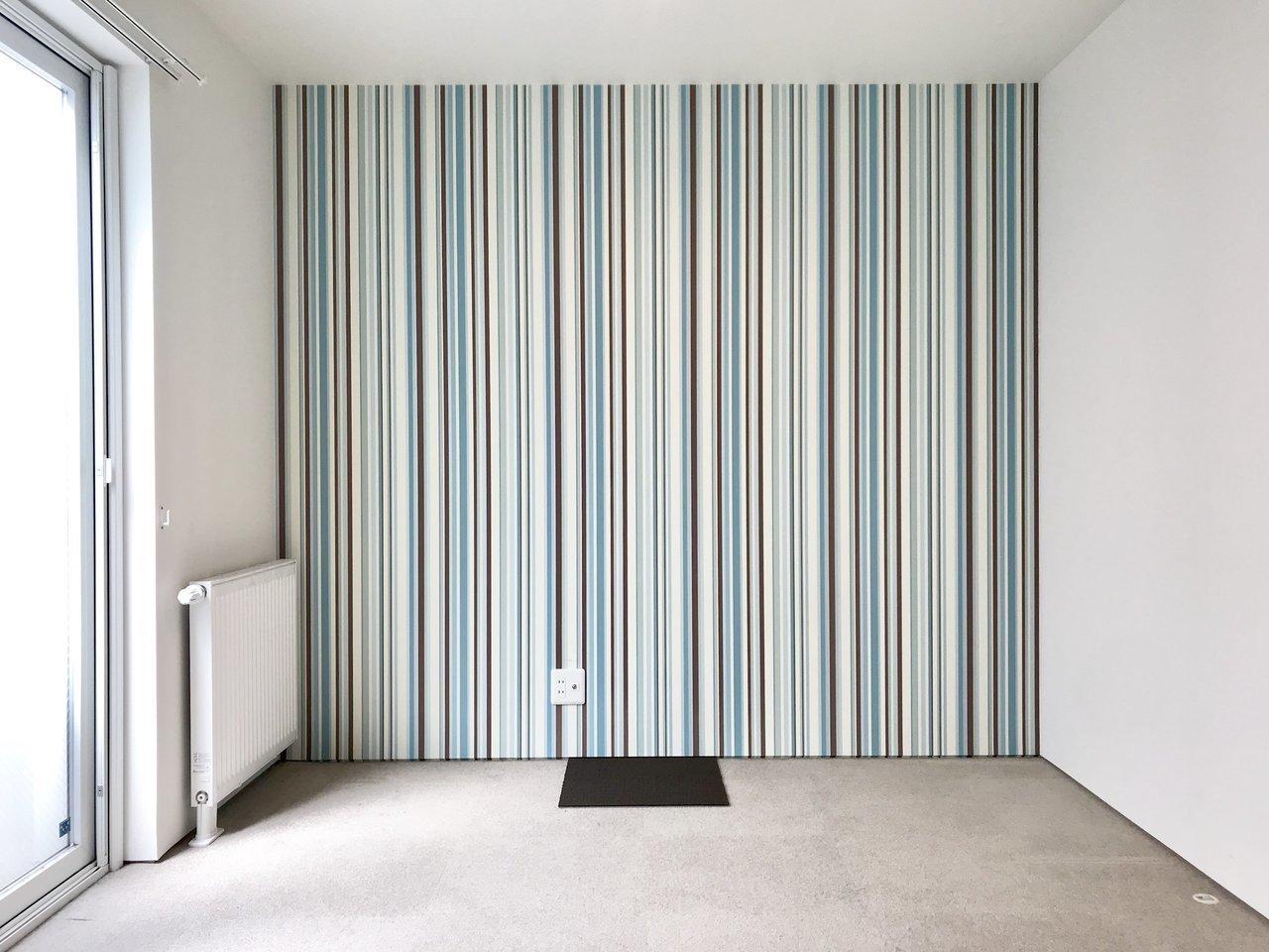洋室は全部で3室。それぞれの部屋のクロスがこんな感じで特徴があるんです。とっても個性的。どのお部屋を選ぶかケンカになっちゃいそう。