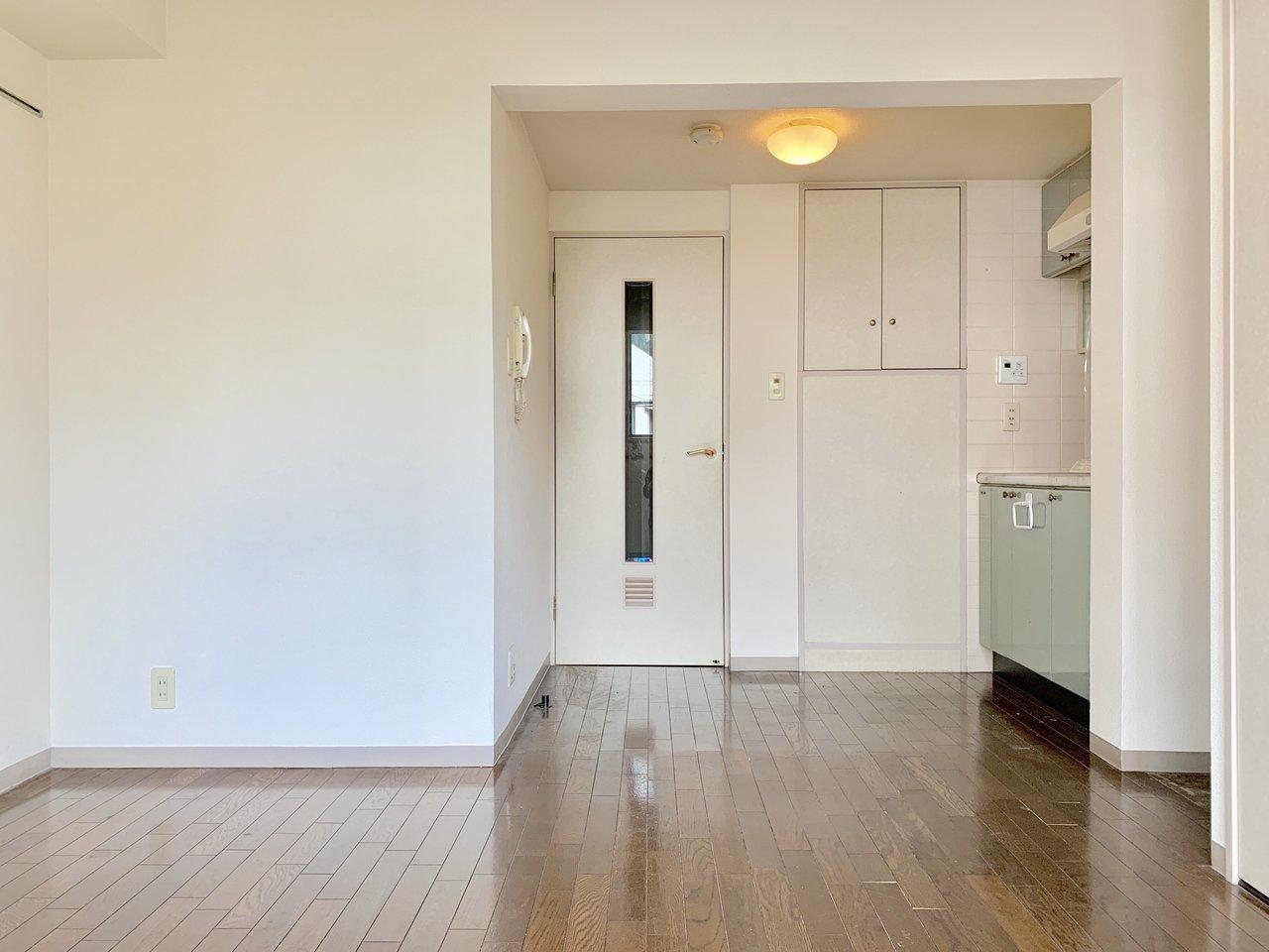 ややゆとりのある設計の1R。レトロなミントグリーンのキッチンが可愛いですね。水回りがしっかり独立しているのもポイント。