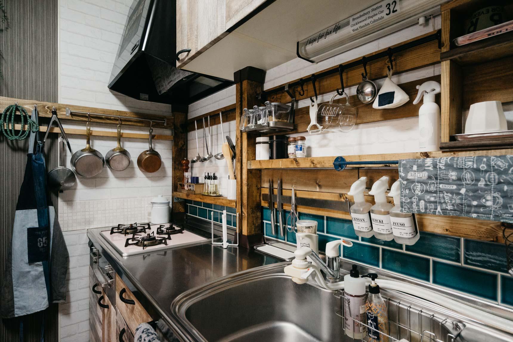柱の高さも自分で決められるので、こんな風にキッチンのミニ収納を作ることもできます。これ、一度やってみたいんですよね。