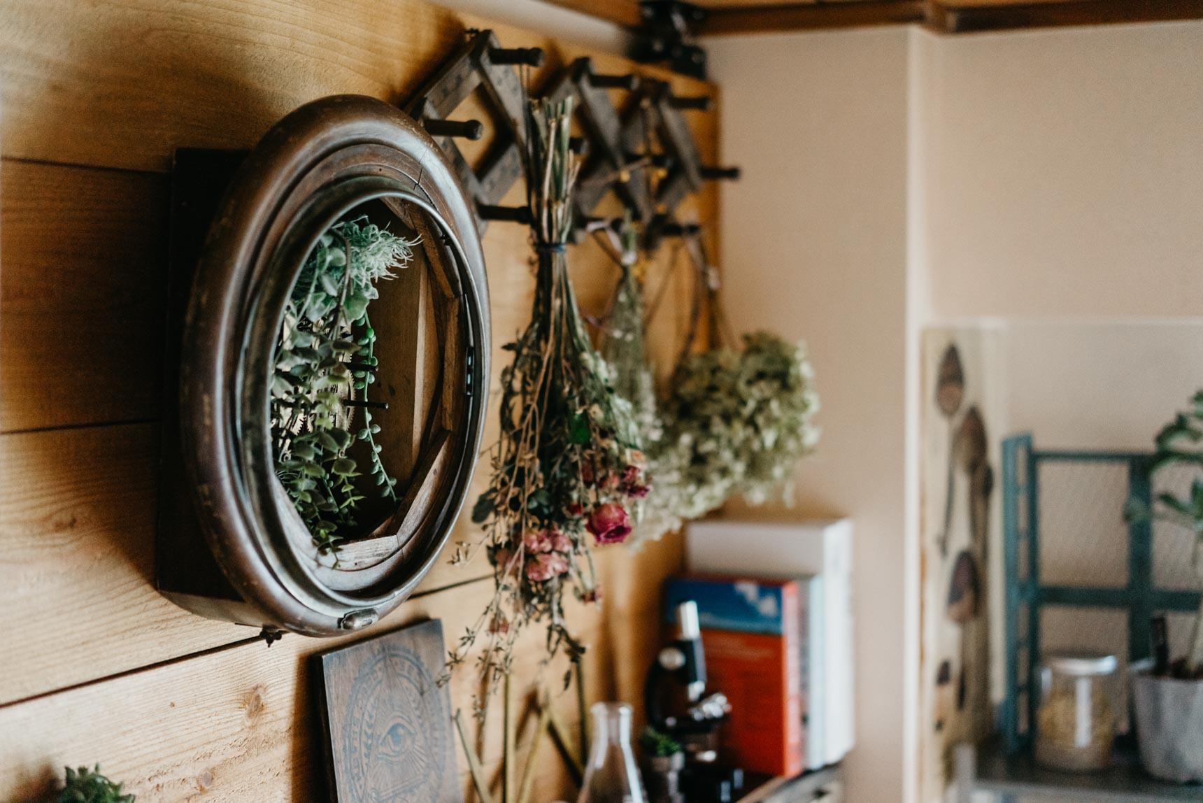 そう、壁に釘が打てるなら飾りたいもの、私もたくさんあったんです…賃貸生活が長すぎて忘れていましたが……