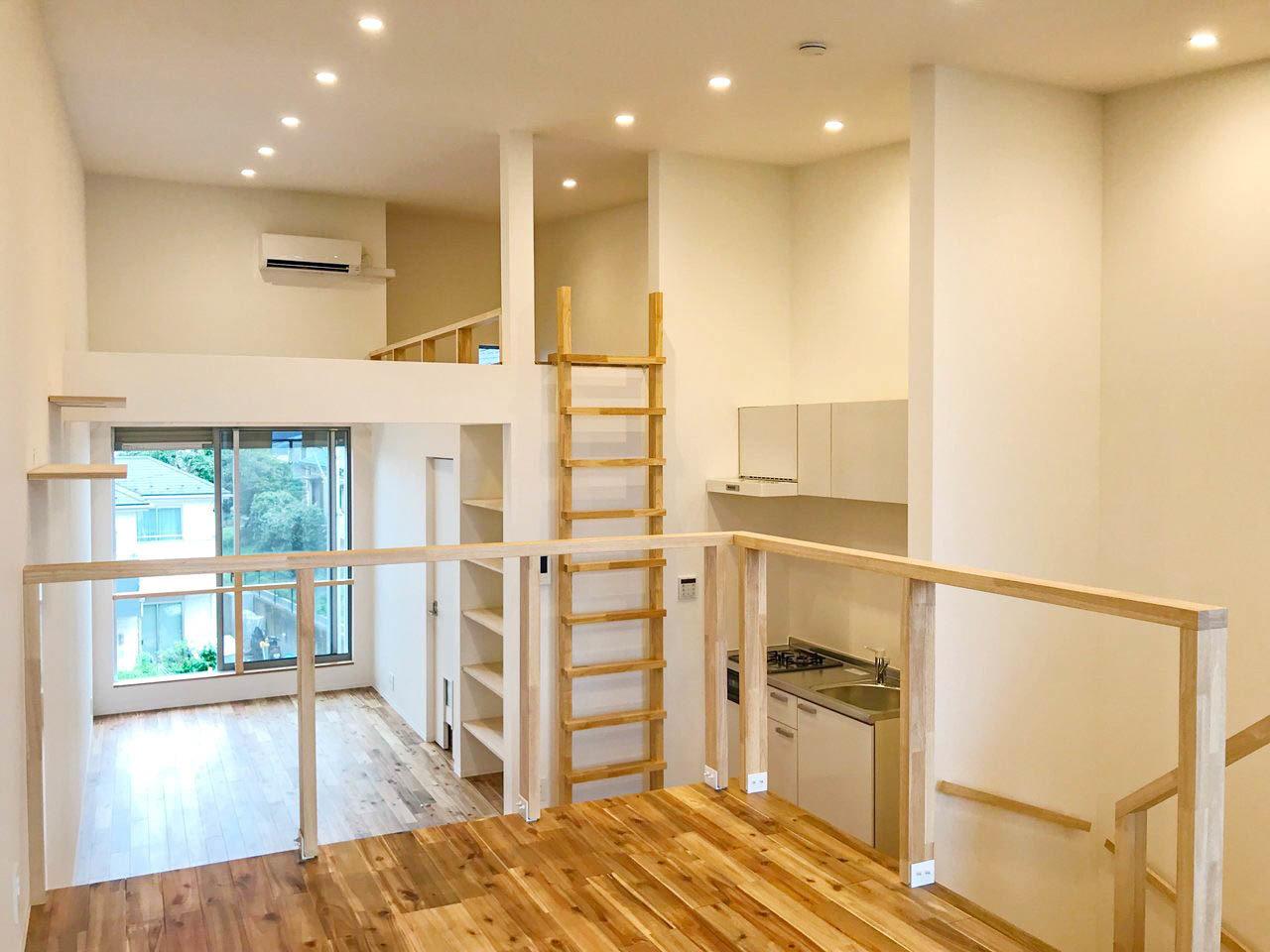 最後に紹介するのは、神奈川県の長後駅からバスで11分の所にあるお部屋。ワンルームですが、スキップフロアとロフトのある構造なので、お部屋がたくさんあるみたいで面白い造りになっています。