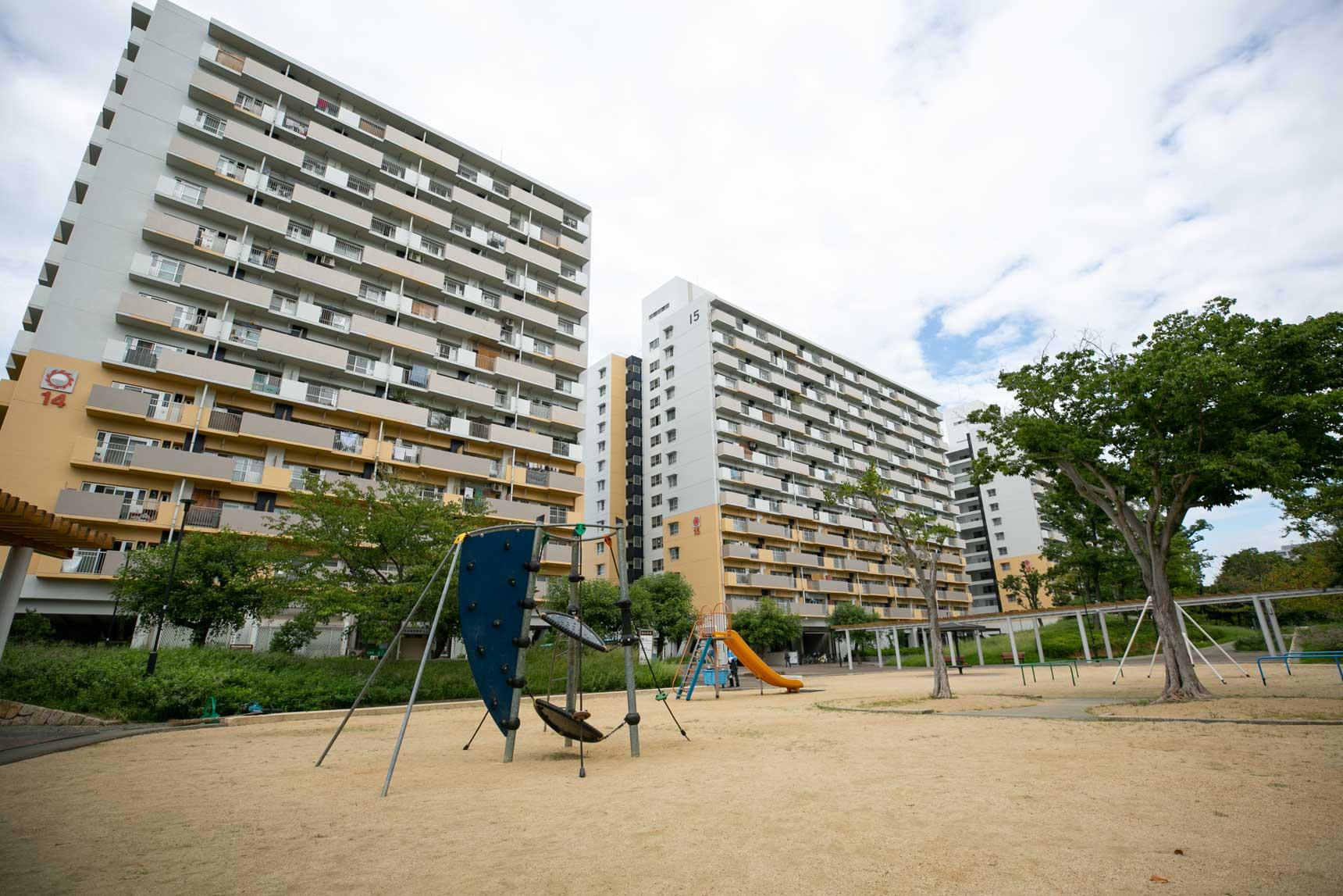 たしかに、住棟と住棟の間がかなり広く取られていて、遊び場が存分にあります。