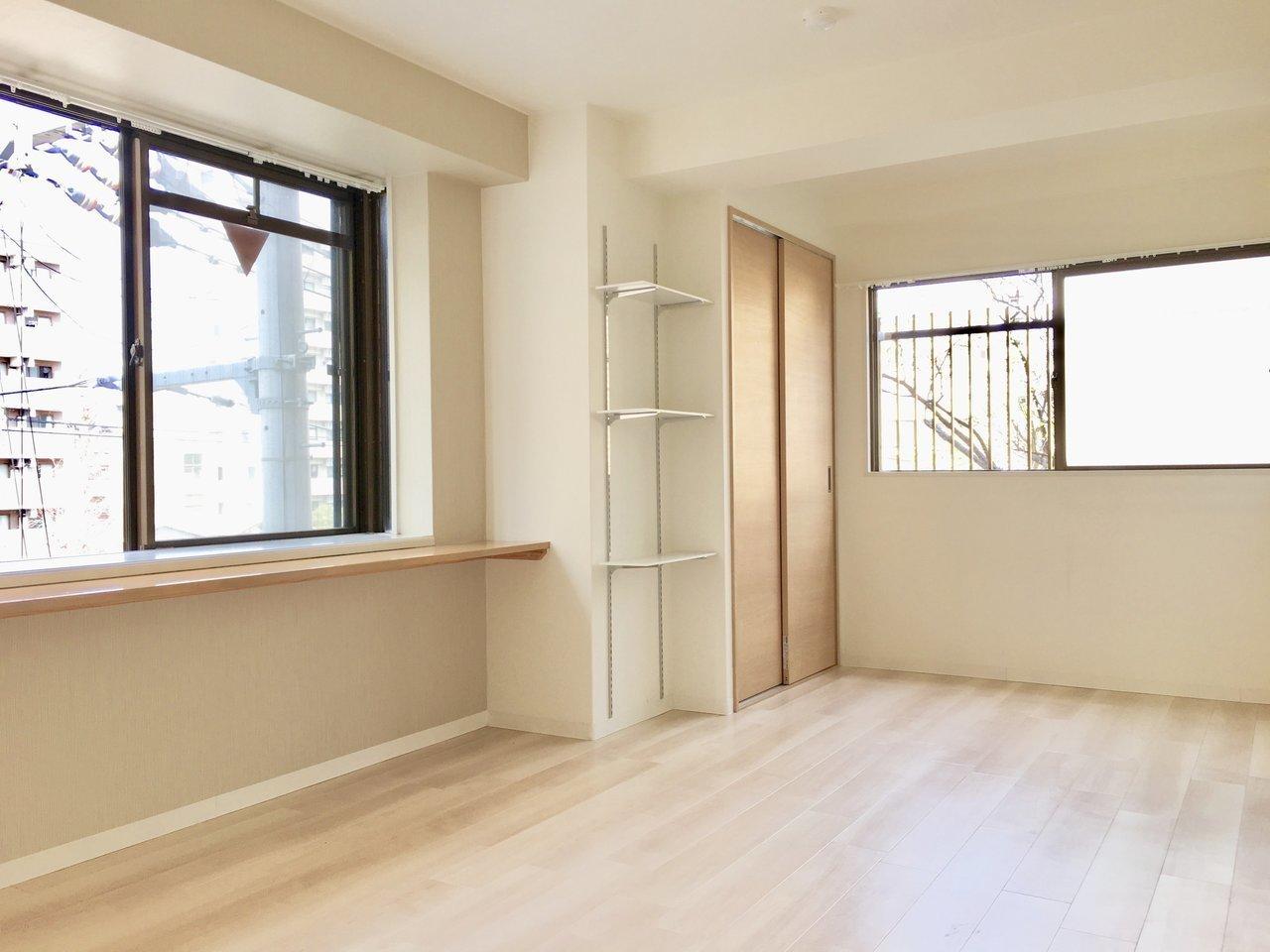 お部屋はナチュラルテイストで1DKのお部屋です。2面採光で、窓も大きくて風通しは良さそう!