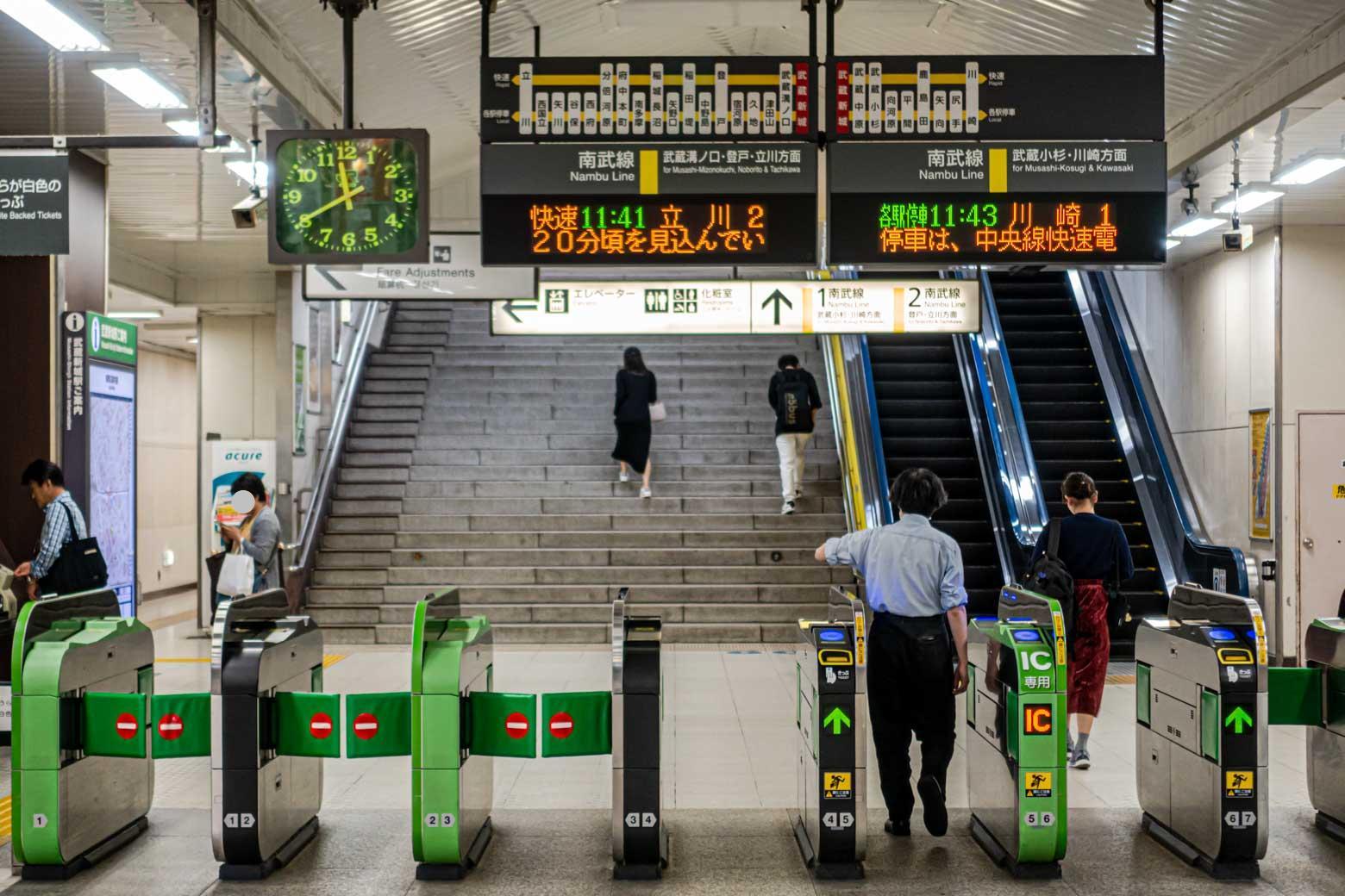 移動の便利さが評価され、都心からの移住者も多いそう。一日の平均乗車人員も増加傾向にあります。