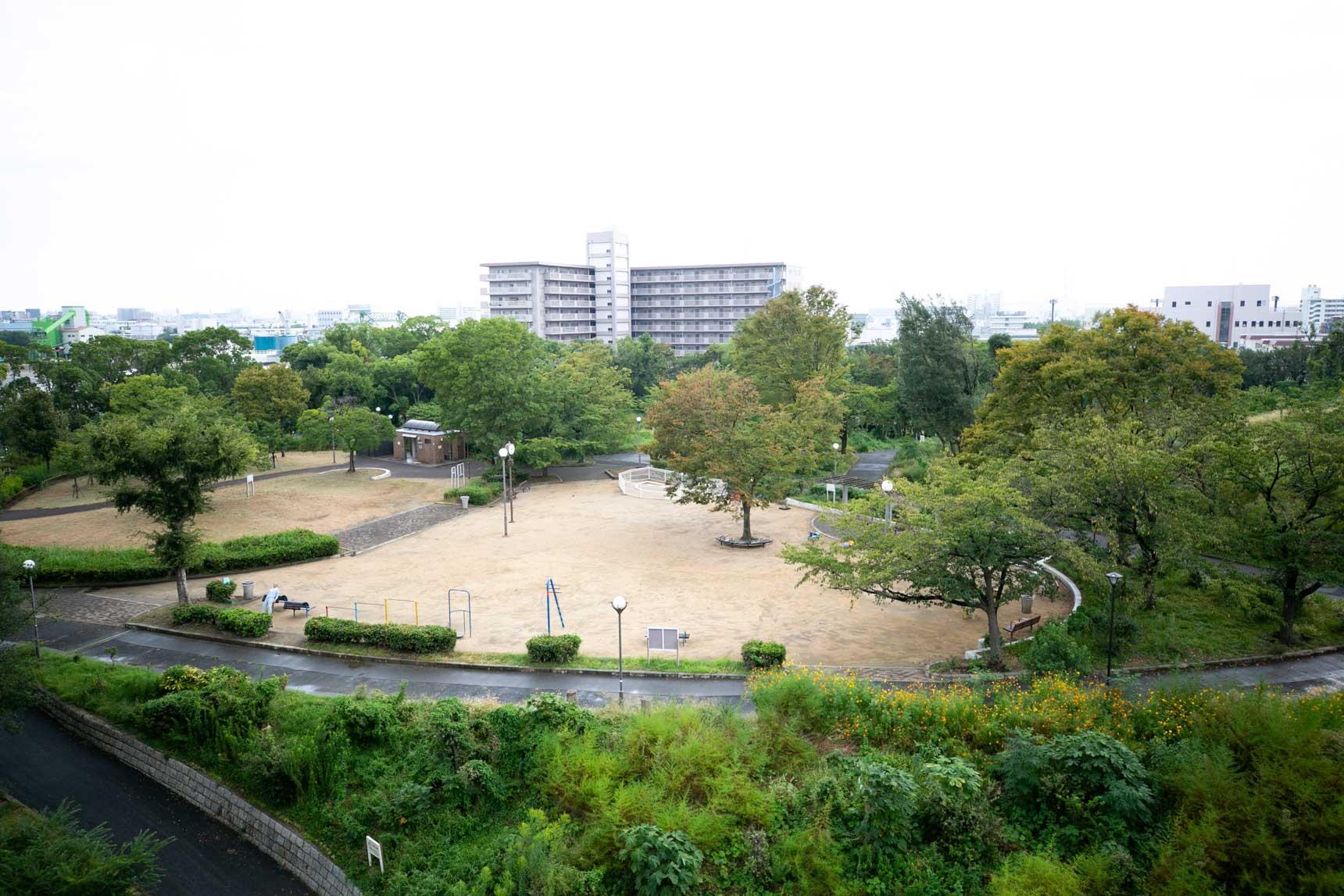 団地のすぐお隣には大きな「千島公園」。ランニングやお散歩にちょうど良いです。