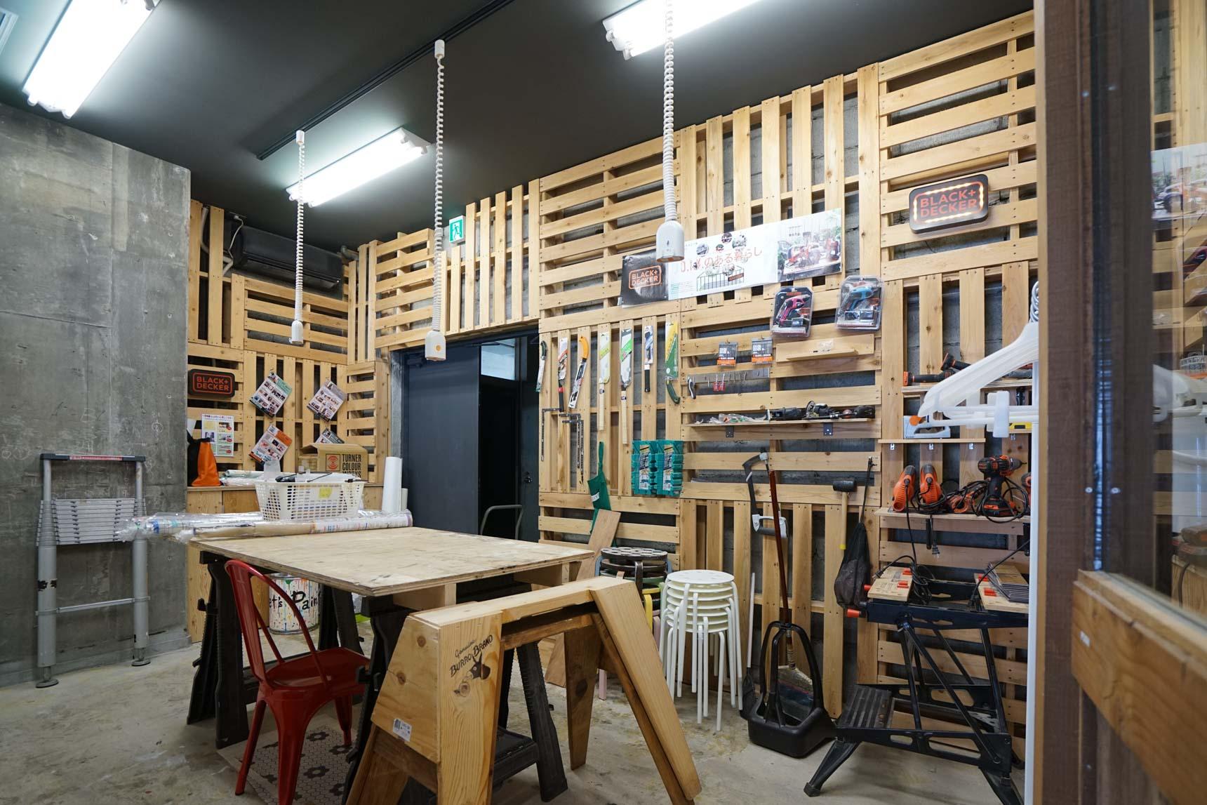 さらに、店内の奥には工房が!いろいろな工具を借りてここで作業ができます。音の出る作業ができる場所があるのはありがたいですね(利用は有料です)