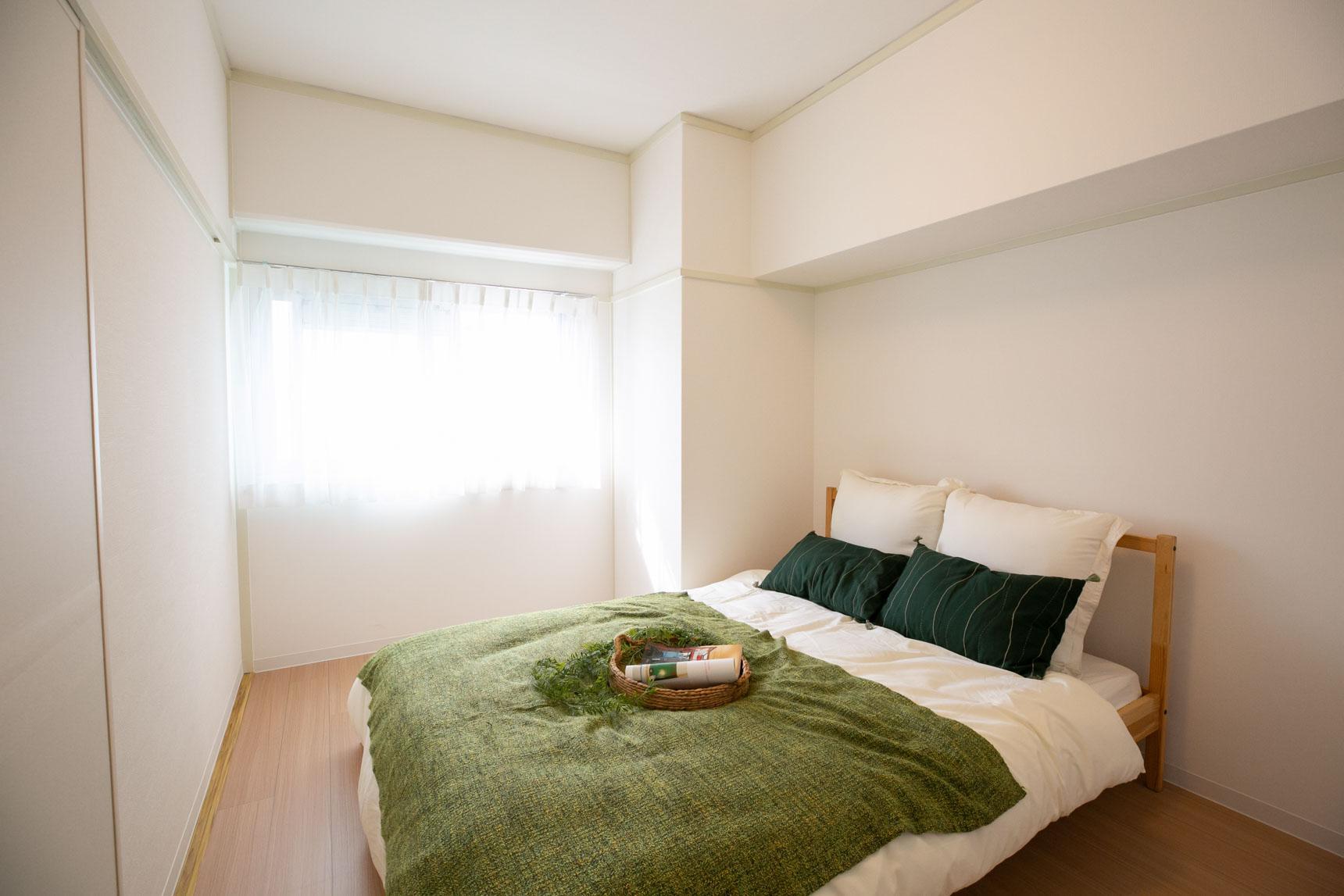 こちらは和室を洋室へと変更したベッドルーム。こちらもナチュラルな雰囲気。