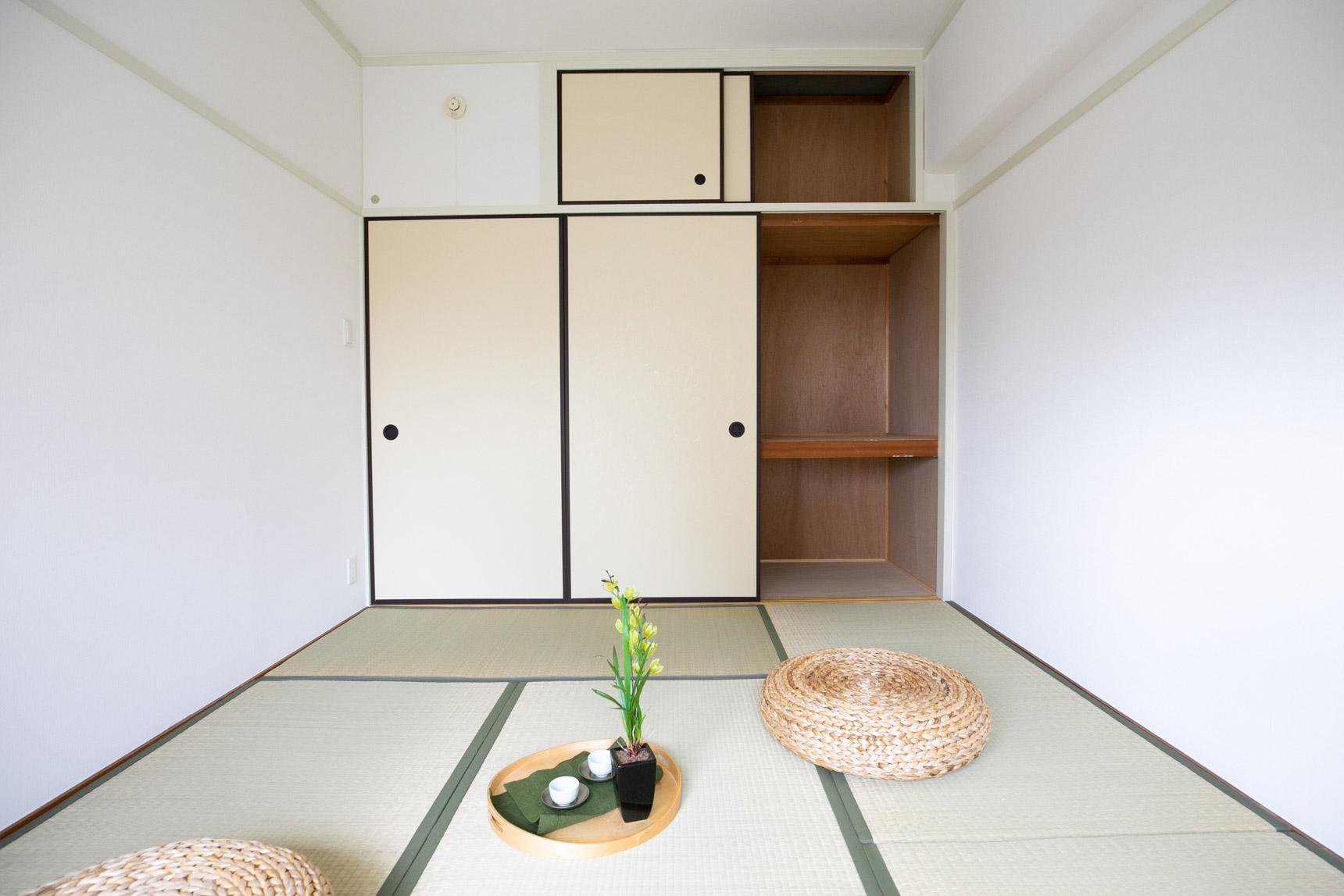 それぞれのお部屋に、押入れサイズのたっぷりの収納があるのもポイント。