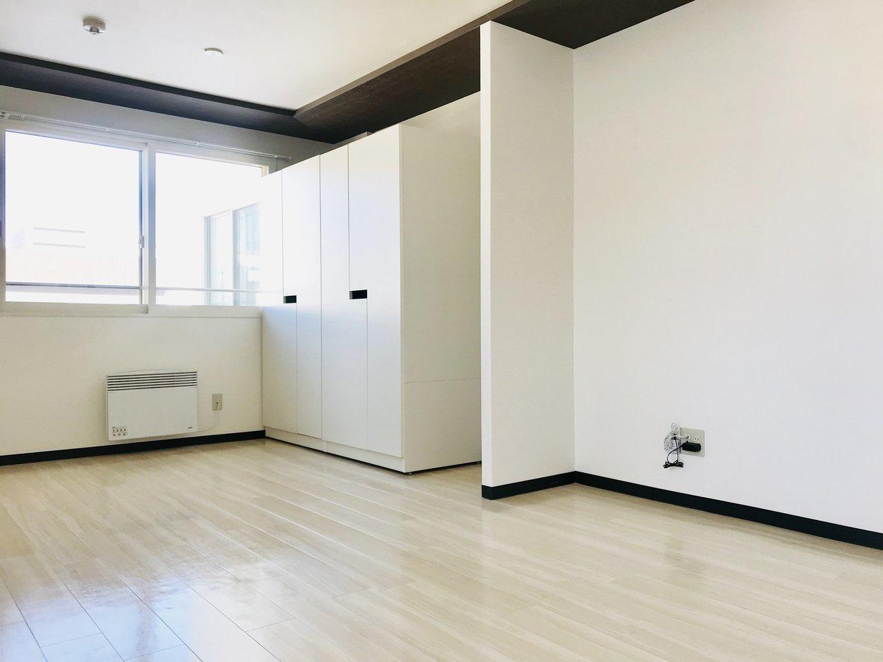 また、洋室部分にある大きな白い箱の正体は、可動式のクローゼット。リビングと洋室の仕切りがないため、このクローゼットをうまく活用してみてくださいね。