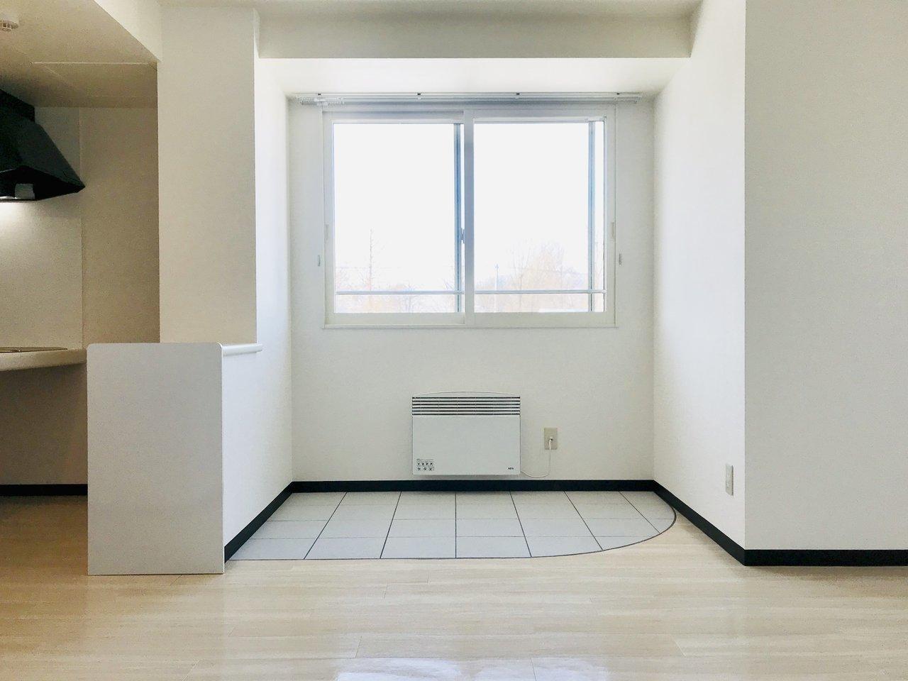 ちょっと珍しい、「インナーテラス」のある、1LDKのお部屋。インナーテラスとは、その名の通り、家の中にあるテラスのこと。札幌の長い冬の季節や雨の日には室内干しの場所にしてもよし、テーブルや椅子を置いて窓辺のカフェのように使用しても良し。使い方はあなた次第です。