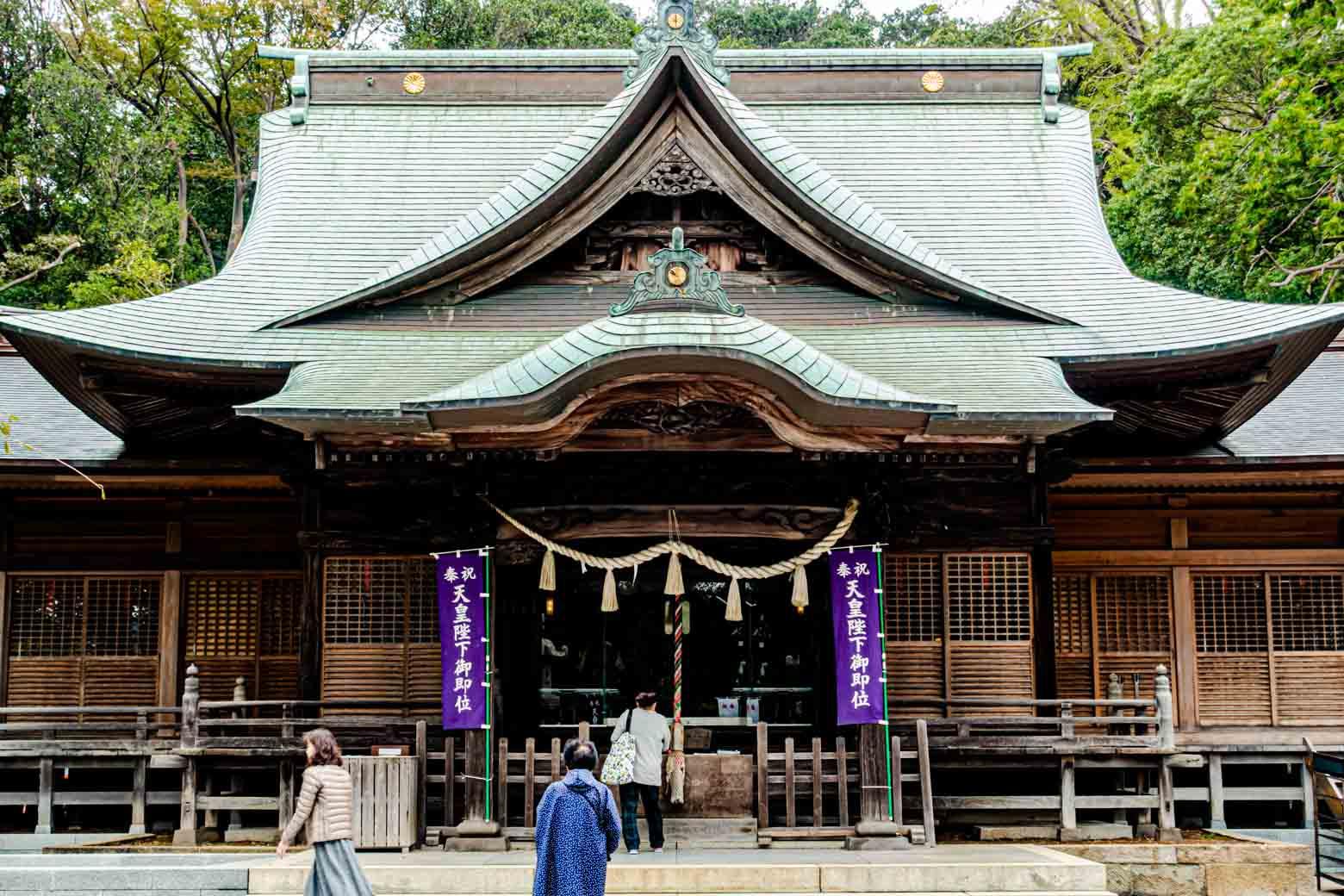 坂を上っていくと。最初の方で紹介した師岡熊野神社があります。〈横浜北部の総鎮守〉とされる御宮で、1300年近い歴史を有しています。周辺はとても静かで、神聖な空気が漂っていました。