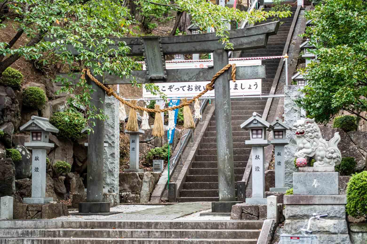 また、駅から少し離れた場所に〈師岡熊野神社〉という御宮があって、周辺が緑地として整備されています。