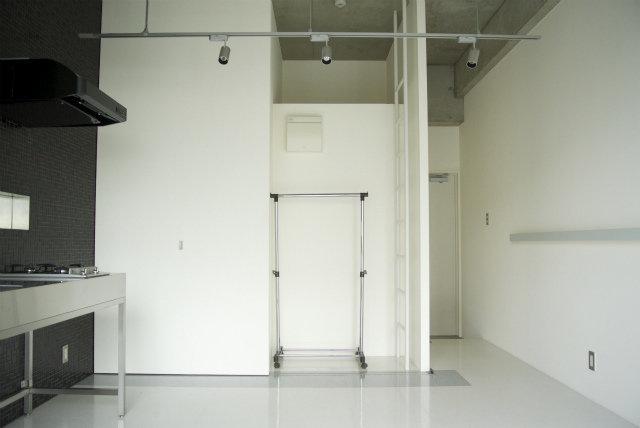 ちなみにこちらのお部屋は小さいですが、ロフトもついています。寝室として使って、下のリビングを広々使うのがよさそうです。