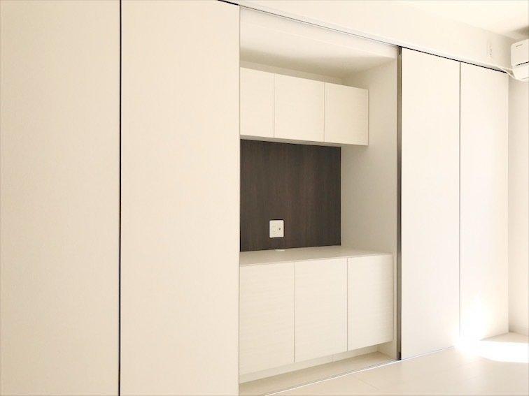 大容量の壁面収納スペースを要したこちらのお部屋。6畳でも、これだけ収納スペースが大きければ、安心です。