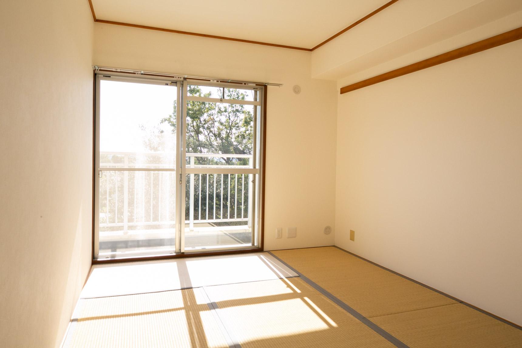 LDKお隣の和室も、とても日当たりがいいですね。