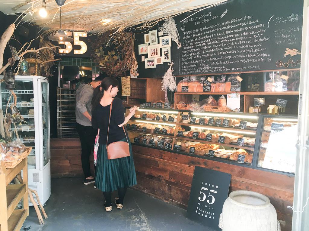 種類が豊富でこだわりの素材で作られたパン屋さん「しげくに屋55ベーカリー」も、商店街の近くにあります。