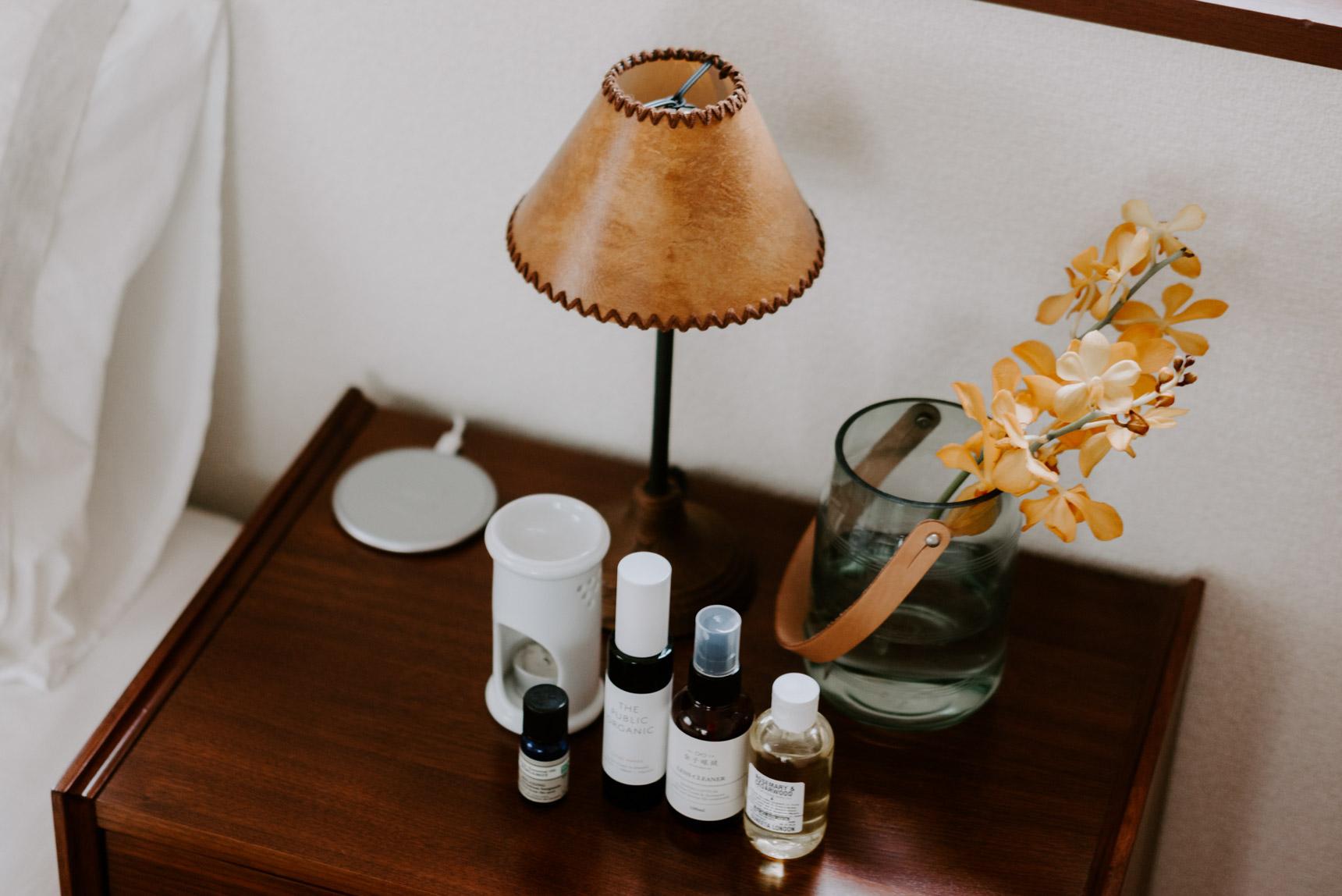 ランプがお好きというMaiさん、お部屋のポイントとなる場所に、それぞれ印象的な形のものが置かれていました。ACME furnitureや、TRUCK furnitureで買ったものが多いということ。