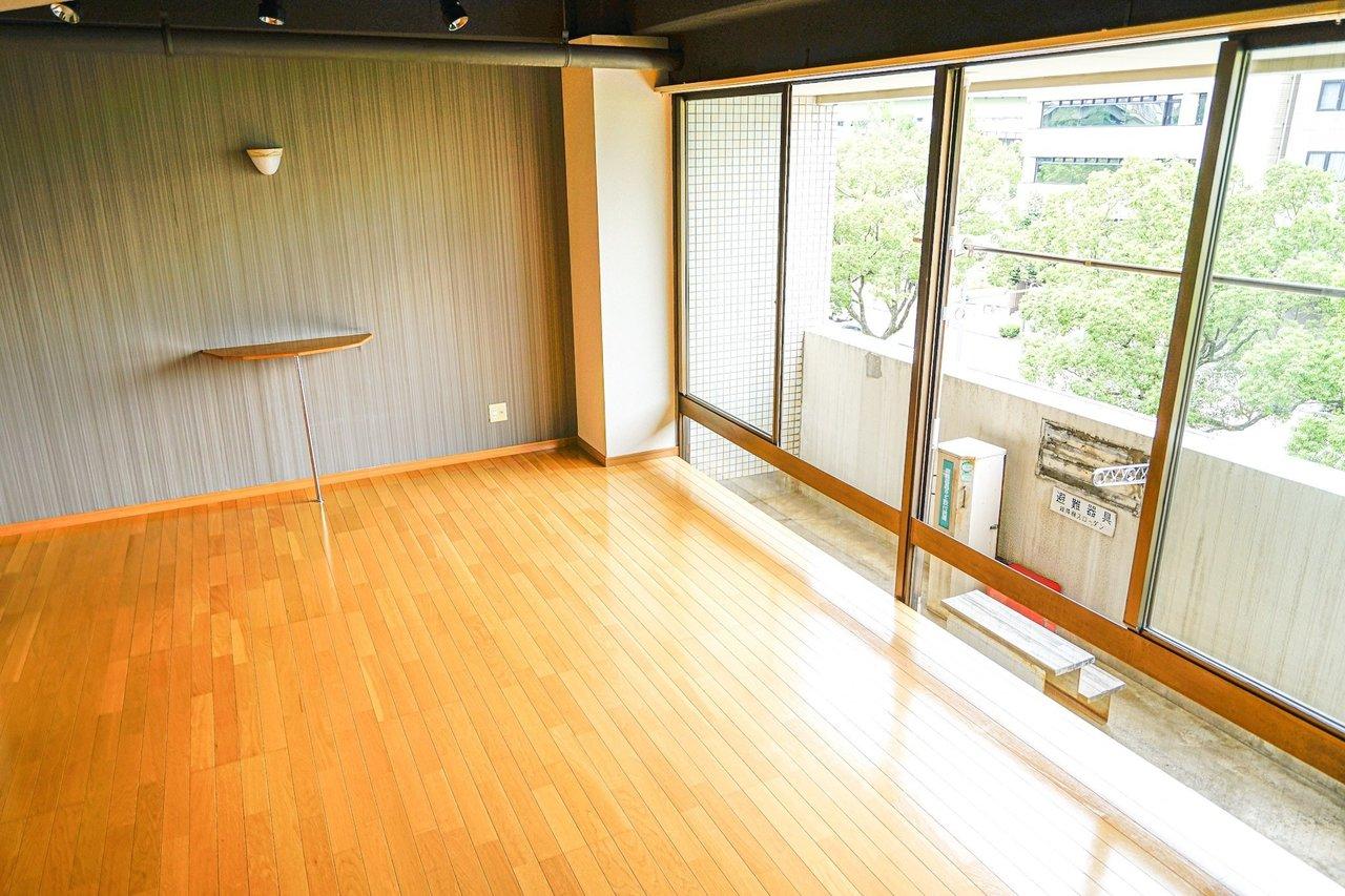 鶴舞駅から徒歩9分。20畳の広々ワンルームのお部屋をご紹介します。サニタリースペースなどとは完全に分かれているので、大きなテレビを置いたり、大きなソファを置いたり。これまで躊躇していたインテリアを思う存分配置できそうです。