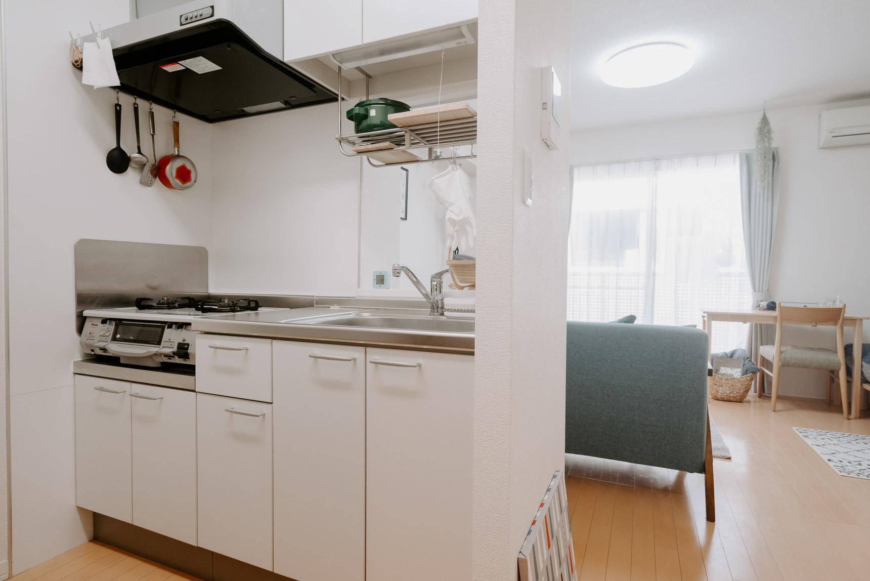 こちらは、お部屋から見えない位置にあってもすっきり整っていらっしゃるキッチン。