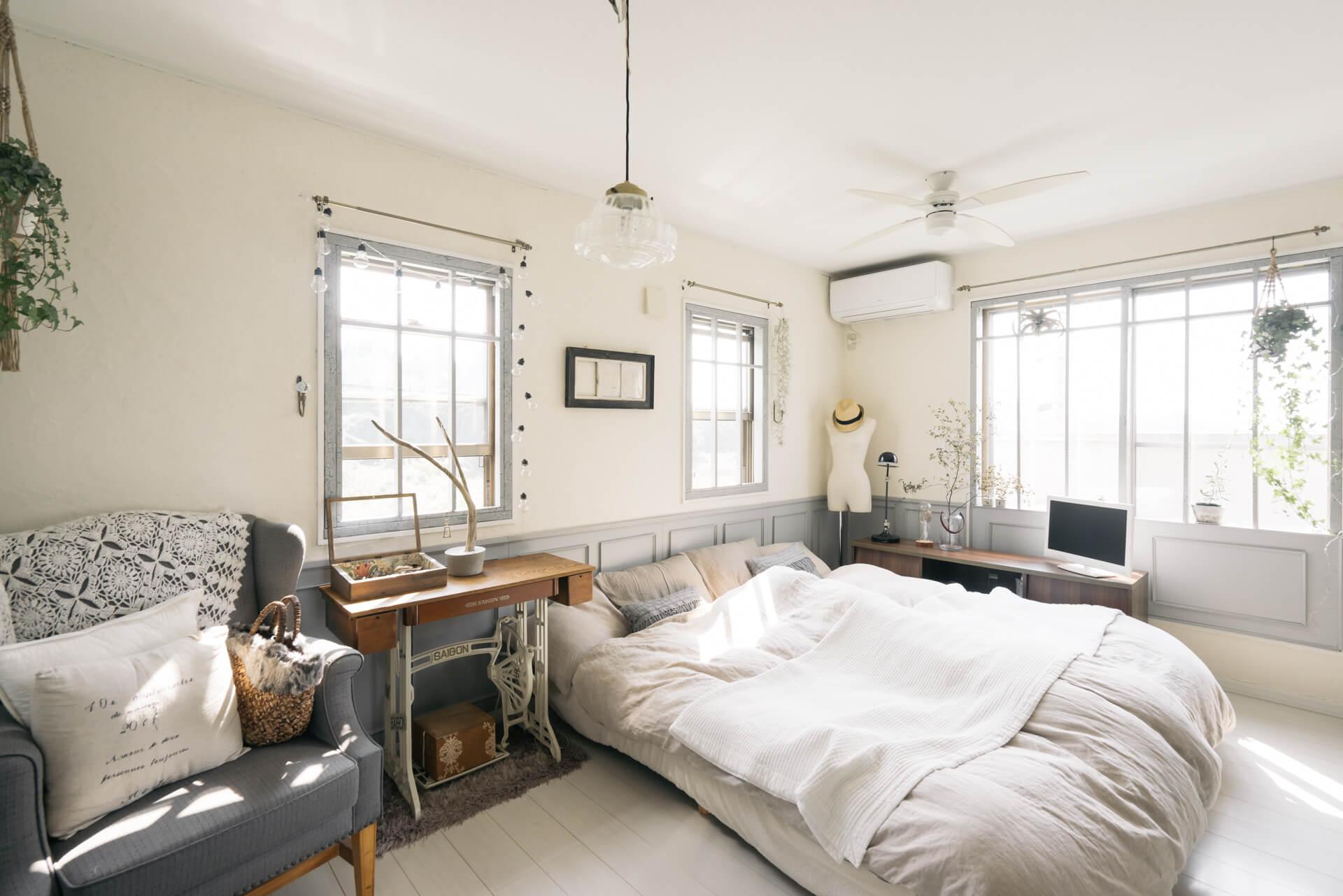 ベッドルームのサイズとベッドの規格、それにもちろん搬入経路もしっかり確認して、良いベッドを購入してくださいね(参考記事:ベッドルームって何畳あれば大丈夫? 広さ別のレイアウトまとめ)