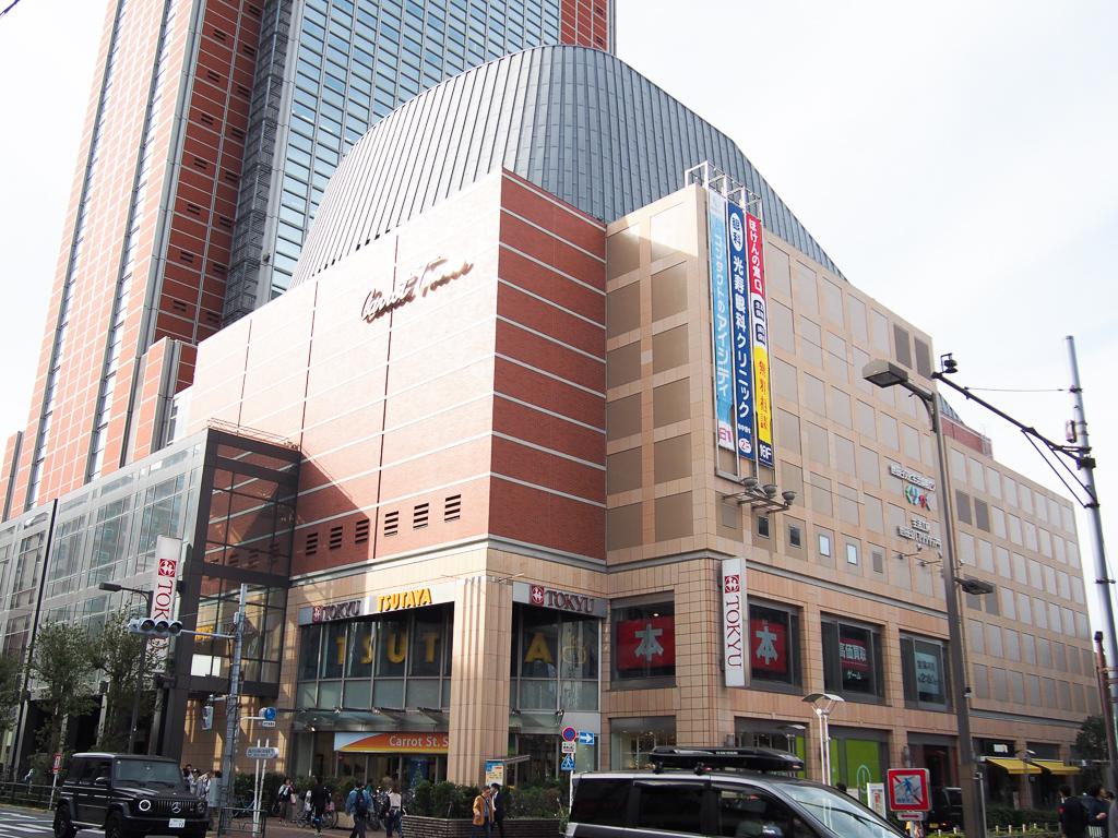 まずは、交通の便についてから。三軒茶屋は、東急田園都市線が走っていて、渋谷まではたったの2駅。渋谷にはITベンチャー企業が多くあることもあって、帰りが遅い、働き盛りの20代の方に多く好まれている印象があります。