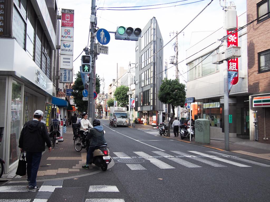 この道の先には、下北沢が待っている。