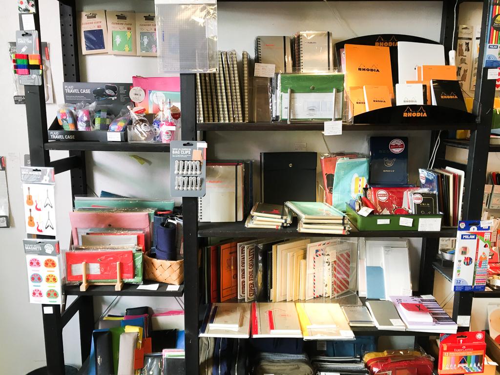 普段も、特別な日も使いたい文房具が詰まってる文具店「DESK LABO」