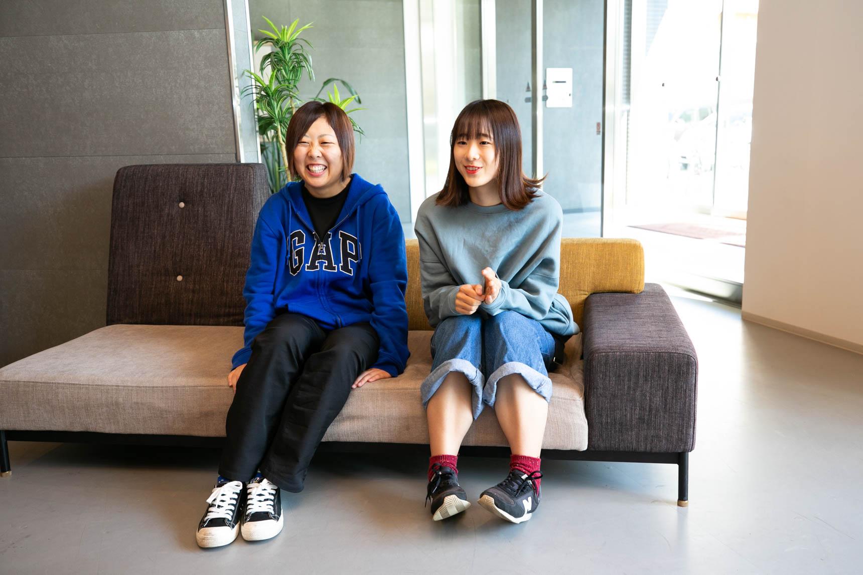 お話を聞かせてくださったのは、写真左から清水さんと木田さん。同じシェアルームに暮らしています