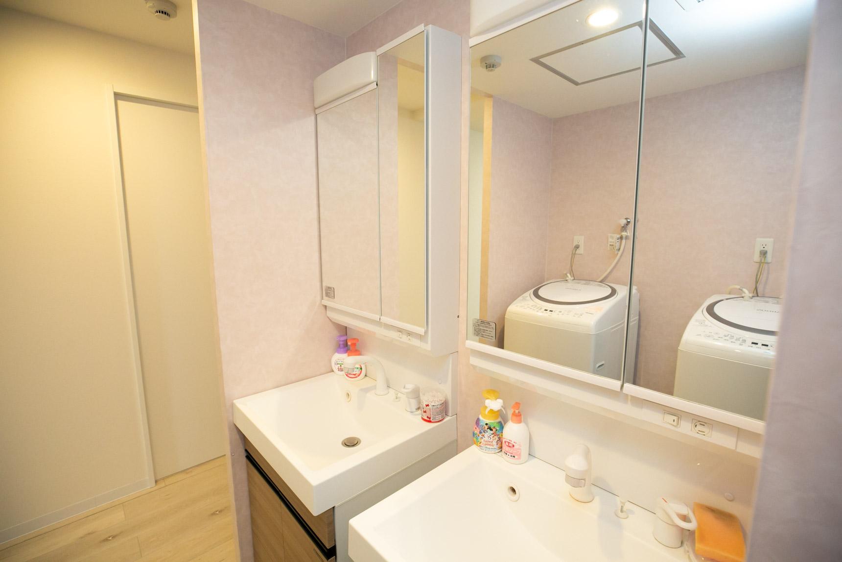 洗面台、洗濯機、シャワールーム、トイレも、6人のお部屋に2つずつあるので、順番待ちをすることなく使えそうです。