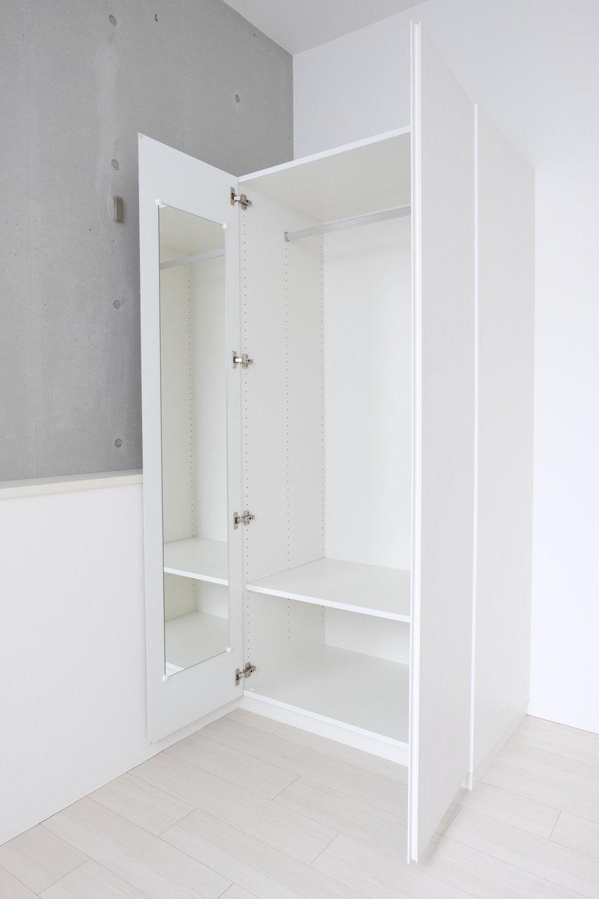 収納スペースもリビングにありますよ。水回りももちろんバストイレ別。コンパクトだけど、いいでしょ?